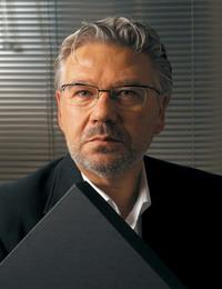 Портрет фото дизайнера Мориано Морони